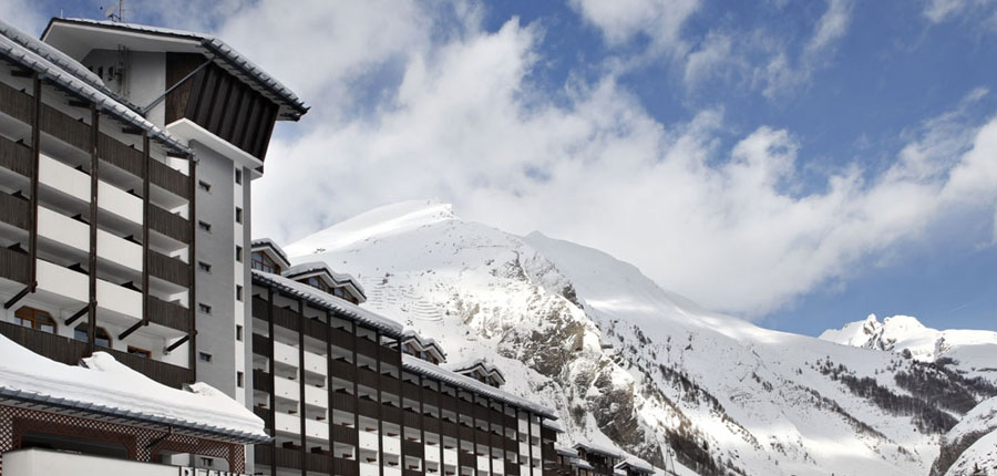 italy_la-thuile_planibel_hotel_exterior_mountain.jpg